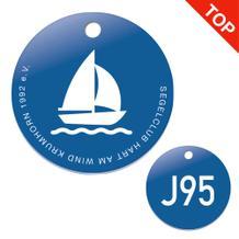 Individuelle Kunststoffmarken - zweiseitig mit Logodruck und Gravur