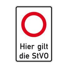 Verkehrsschild - Betriebskennzeichnung - Hier gilt die StVO - Zulässige Höchstgeschw. ... ? Geschwindigkeitsangabe nach Wahl