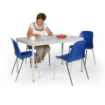 Tisch-Stuhl-Kombination, mit blauen Kunststoffstühlen
